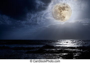 East Coast full moon - Nocturnal photo composition with...
