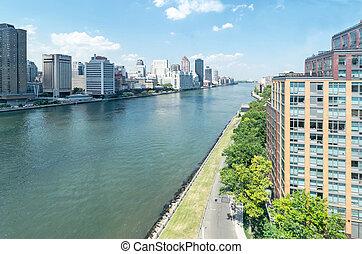 East river - Manhattan - East river and Roosevelt island