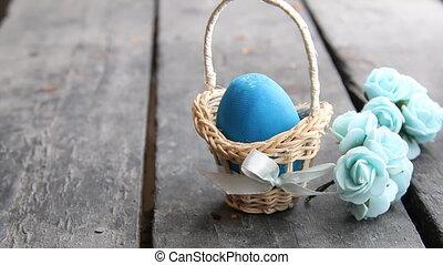 Easter egg Easter egg in basket on rustic table - Blue...