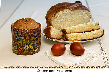 Easter eggs on the napkin and cake .