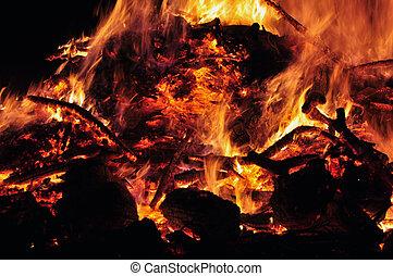easter fire - osterfeuer detail foto von brennendem holz...