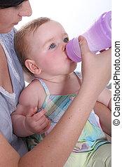 eau, alimentation, elle, grand, bouteille, mère, bébé