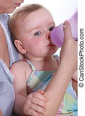 eau, bébé, buvant bouteille