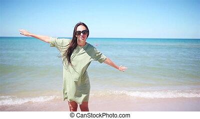 eau bleue, ciel, femme, beau, amusement, exotique, fond, mer, turquoise, heureux, girl, seashore., avoir, jeune