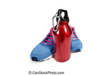 eau, chaussures courantes, bouteille