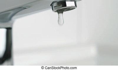 eau, chrome-plaqué, robinet, égouttement