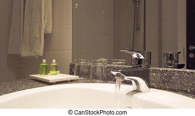 eau coulante, salle bains