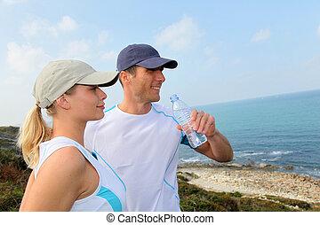 eau, couple, après, boire, exercisme