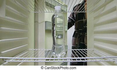 eau, dehors, prend, bouteille, homme