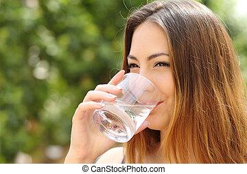 eau, femme, heureux, extérieur, verre