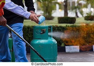 eau feu, éteindre, essence, lpg