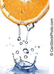 eau fraîche, gouttes, sur, orange, à, eau, éclaboussure,...