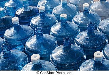 eau, grand, bouteilles, vide, rang