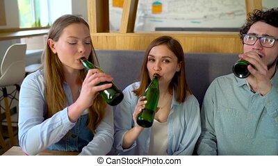 eau, lent, asseoir, boisson, trois, mouvement, bière, café, amusez-vous, amis, ou, communicating.