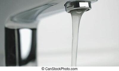 eau, verser, chrome-plaqué, couler, robinet