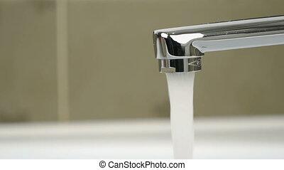 eau, verser, robinet, chrome-plaqué, ruisseau
