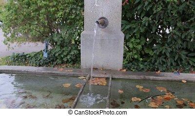 eau, vieux, fontaine buvant