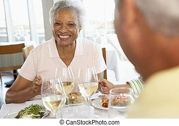 ebédel, barátok, birtoklás, együtt, étterem