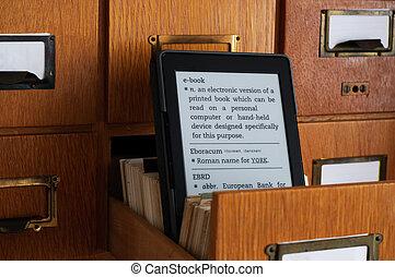 ebook, lector, en, biblioteca, catálogo, tarjeta, cajón, -, nueva tecnología, concepto