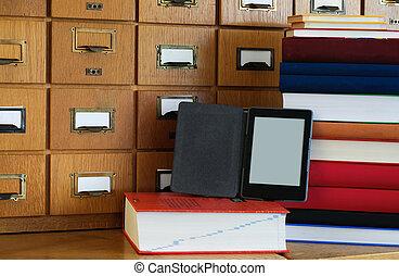 ebook, lector, en frente, biblioteca, catálogo, -, nueva tecnología, concepto