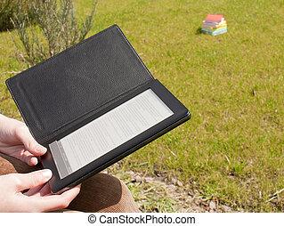 ebook, leitor, segurado, por, mãos