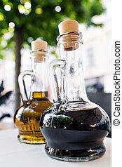 ecet, olaj, palack, palack, étterem, balsamic, két, sárga, fényes, black olajbogyó, előtér., dressing., asztal., konyha