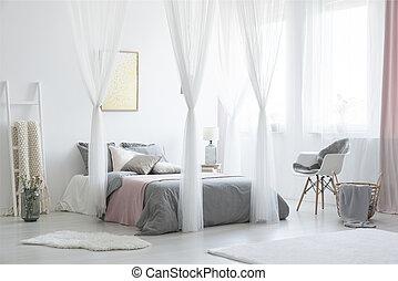 echte , carpet., foto, grau, bett, canopied, schalfzimmer, inneneinrichtung, plakate, weißes, nächste, sessel