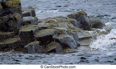 echte , slowmo, riesig, 200fps, nördlich , spritzen, -, basalt, wasser, version, irland, damm, steine, eingestuft