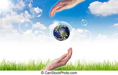 eco, conceito, :, mão, ter, globo, em, bolhas, contra, a, sol, e, a, céu azul