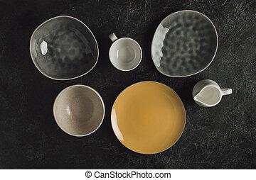 edények és evőeszközök, kerámiai
