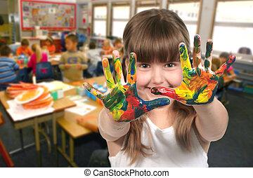 edad de la escuela, pintura del niño, con, ella, manos, en...