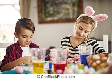 edad elemental, niños, pintar huevos