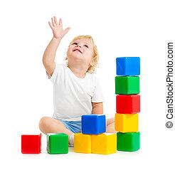 edifício bloqueia, coloridos, cima, olhar, tocando, criança