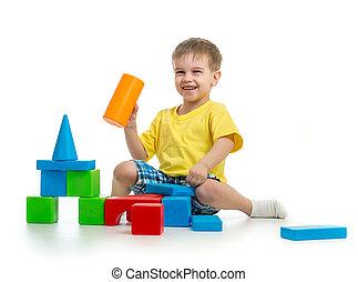 edifício bloqueia, coloridos, fundo, branca, criança, tocando, feliz