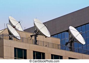 edificio, cuatro, satélite, tejado, platos