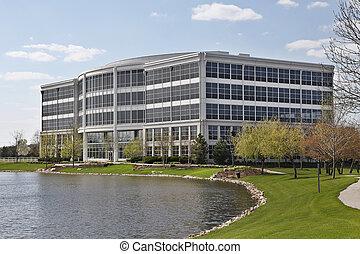 edificio de oficinas, con, lago