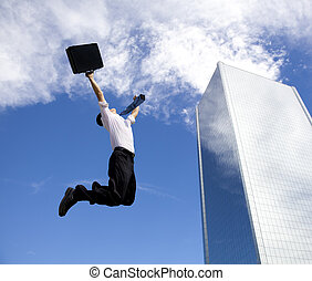 edificio, frente, saltar, feliz, hombre de negocios