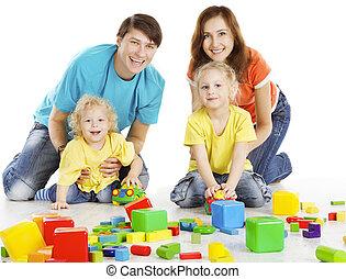 edificio, juego, niños, familia , encima, bloques, dos, padres, plano de fondo, juguetes, blanco, juego, niños, feliz