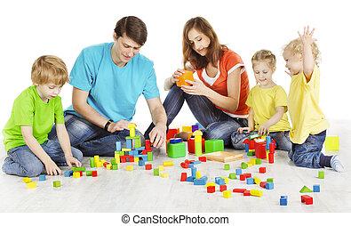 edificio, juego, niños, padre, familia , encima, bloques, dos, juguetes, padres, tres, plano de fondo, niño, blanco, juego, niños