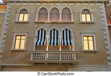 edificio, venecia, verde blanco, toldos