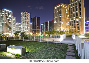 edificios de oficinas, en, céntrico, beijing, por la noche