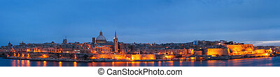 edificios, valletta, malta., después, sliema, contorno, vista, histórico, panorama, vistos, seafront, sunset., vista., iluminado