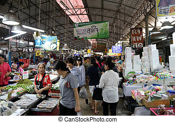 Editorial use only A lot of people shopping in the Mae Klong...