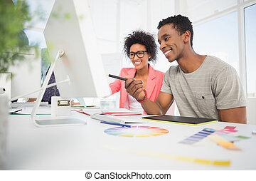 editors, gráficos, casual, utilizar, tableta, foto, feliz
