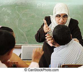 educación, actividades, en, aula, maestra, gritar, en, alumno