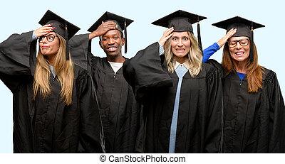 educación, concepto, universidad, graduado, mujer y hombre, grupo, aterrorizado, y, nervioso, expresar, ansiedad, y, pánico, gesto, abrumado