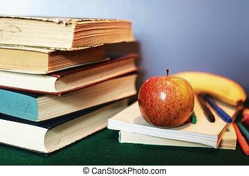 education, livres, pile, pomme, et, stylo