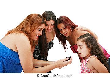 een, afbeelding, van, een, groep van vrienden, gebruik, een, cellphone, op, witte achtergrond