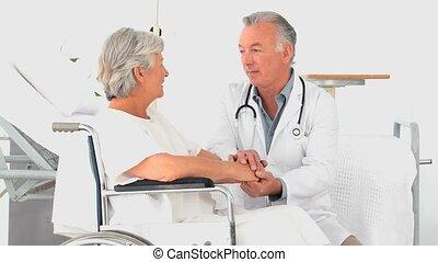 een, arts, klesten, met, een, vrouw, patiënt