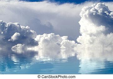 een, hemel, van, wolken, weerspiegelde in, een, kalm, sea.